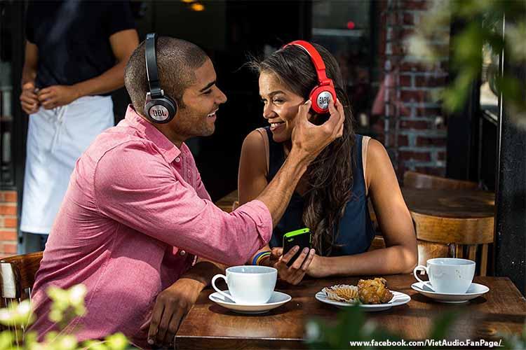 JBL E40 BT, E40 BT, JBL e40 bt, e40 bt, tai nghe JBL e40 bt, tai nghe, mua tai nghe, bán tai nghe, tai nghe chính hãng, tai nghe giá tốt, tai nghe không dây, tai nghe bluetooth, tai nghe cao cấp