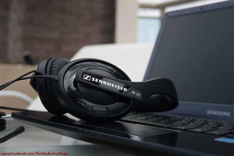 Sennheiser HD202 II EAST, HD202 II EAST, Sennheiser HD202ii east,hd202 ii east, vietaudio, tai nghe Sennheiser HD202 II EAST, tai nghe, mua tai nghe, bán tai nghe, tai nghe chính hãng, tai nghe giá tốt, tai nghe không dây, tai nghe bluetooth, tai nghe tốt